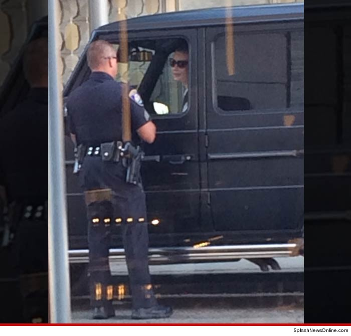 Cop lets Iggy Azalea walk after pulling over for unsafe driving